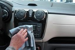 Jak dobrze dezynfekować auto? Kilka skutecznych metod.