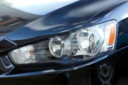 Polerowanie lamp samochodowych – kiedy jest potrzebna polerka i jak ją zrobić?